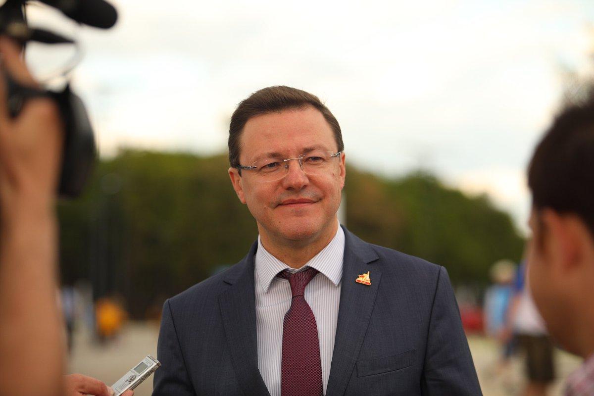 Дмитрий Азаров поздравил школьников и родителей с Днем знаний
