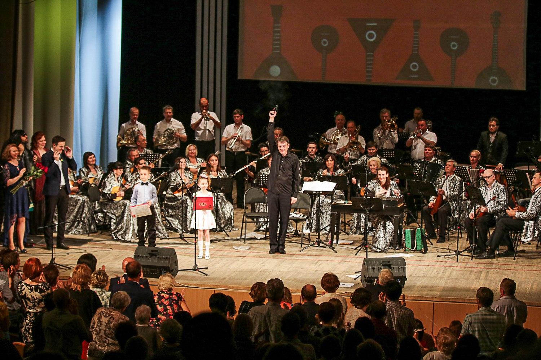 Новый сезон в Тольяттинской филармонии: духовные песни и русский рок на балалайках