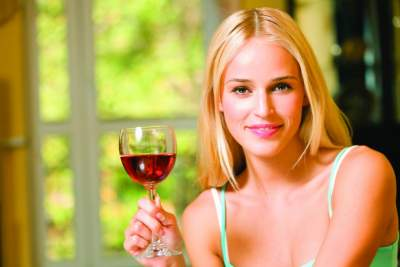 Ученые рассказали, как меняется кожа при употреблении алкоголя