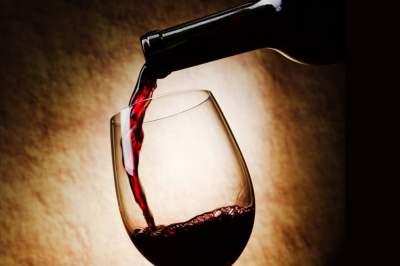 Врачи рассказали, действительно ли вино полезно для здоровья