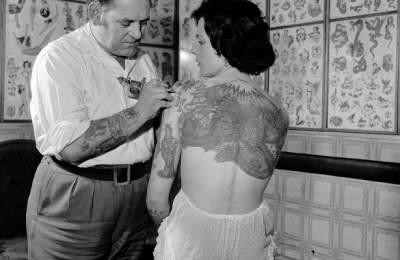 Медики рассказали, как татуировки влияют наорганизм женщин