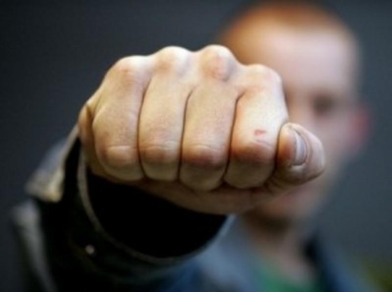 18-летний тольяттинец в подъезде напал на пьяного мужчину и ограбил его