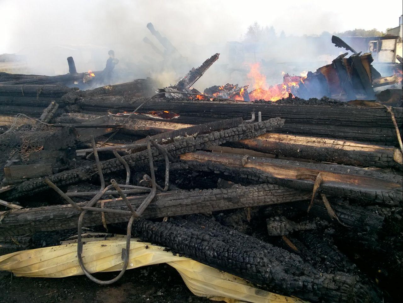 Тольяттинская семья с 4 детьми осталась без дома из-за пожара. Горожане собирают одежду и средства