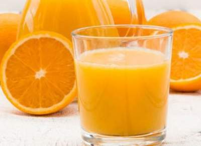 Назван фруктовый сок, помогающий при головной боли