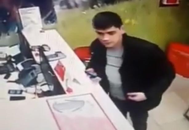 В Тольятти полиция разыскивает мужчину, укравшего iPhone X из магазина