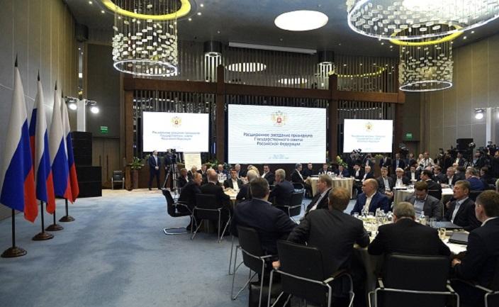 Дмитрий Азаров принял участие в заседании президиума Госсовета