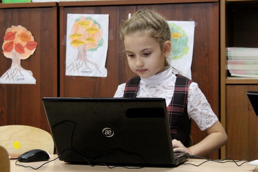 Тольяттинским родителям представили урок по инновационному предмету «Кодвардс»