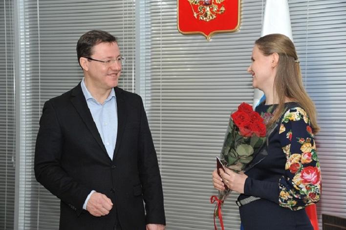Губернатор вручил паспорта РФ украинцам, перебравшимся в Тольятти