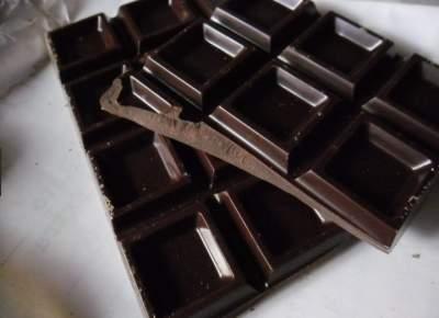 Диетологи объяснили, почему нужно есть горький шоколад