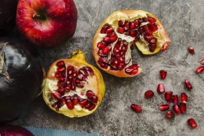 Медики рассказали, какой фрукт способен защитить от болезни Альцгеймера