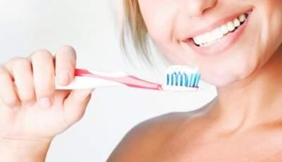 Стоматологи объяснили, почему нельзя чистить зубы после завтрака