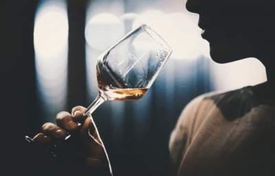 Врачи объяснили, почему не стоит полностью отказываться от алкоголя