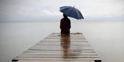 Названы три возраста, когда люди острее всего ощущают одиночество