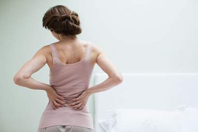 Врачи объяснили, почему возникают боли в спине