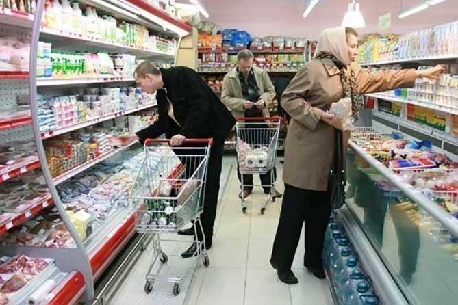 Полиция и Росгвардия разбираются в конфликте охранников и покупательницы в тольяттинском магазине