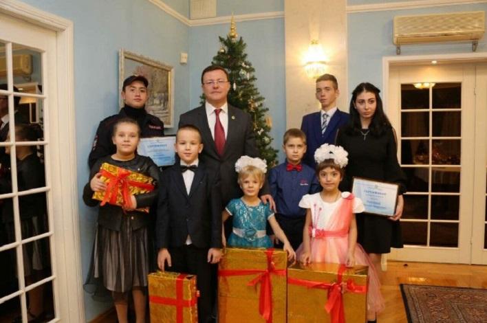 Губернатор исполнил новогодние мечты детей