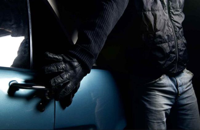 В Тольятти преступная троица воровала машины и разбирала на запчасти