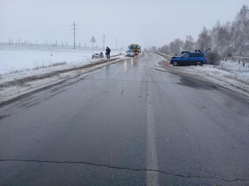 5 человек пострадали в лобовом столкновении машин на трассе под Тольятти